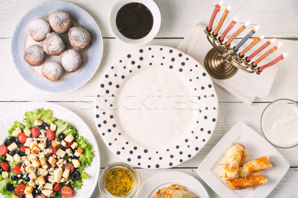 Tradizionale piatti bianco tavolo in legno orizzontale sfondo Foto d'archivio © Karpenkovdenis