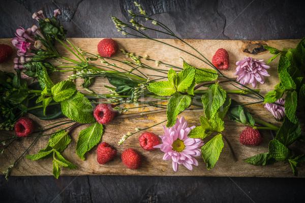 花 ラズベリー ミント 木板 先頭 表示 ストックフォト © Karpenkovdenis