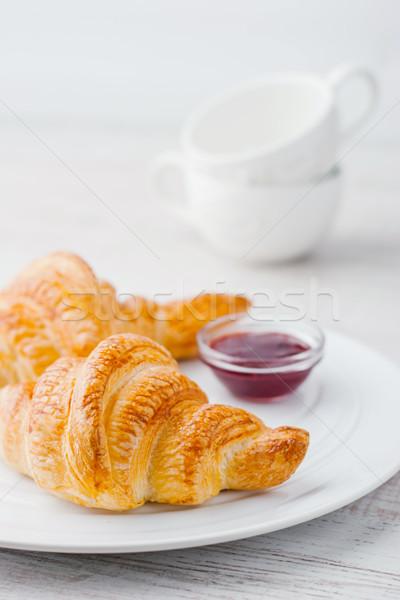 Croissants jam twee witte keramische Stockfoto © Karpenkovdenis