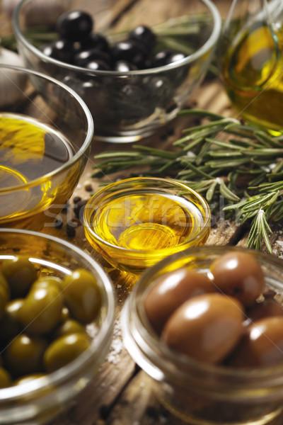 Olívaolaj olajbogyók rozmaring fa asztal függőleges üveg Stock fotó © Karpenkovdenis