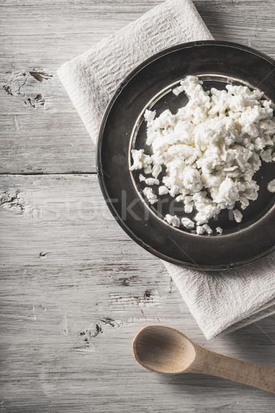Taze süzme peynir Metal plaka beyaz ahşap masa Stok fotoğraf © Karpenkovdenis