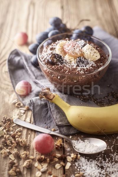 Chocolate pudim fruto vidro tigela mesa de madeira Foto stock © Karpenkovdenis