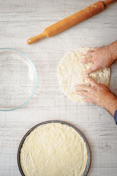 Stok fotoğraf: Pişirme · iki · mutfak · el · adam · pizza