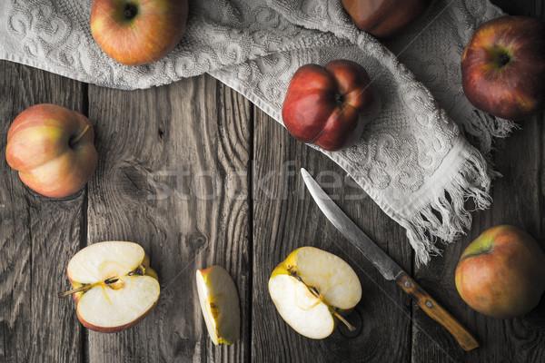 Kırmızı elma elma ahşap masa yatay gıda Stok fotoğraf © Karpenkovdenis