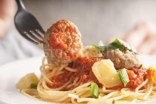 Foto d'archivio: Donna · mangiare · spaghetti · polpette · orizzontale