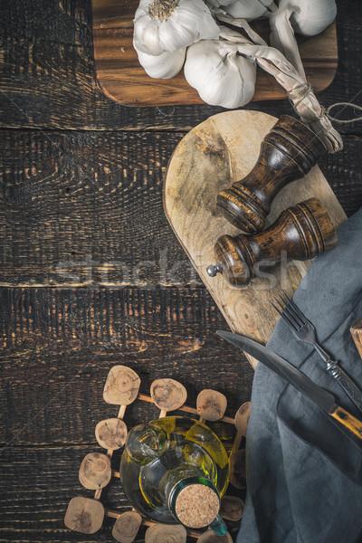 чеснока оливкового масла кухне деревянный стол вертикальный продовольствие Сток-фото © Karpenkovdenis