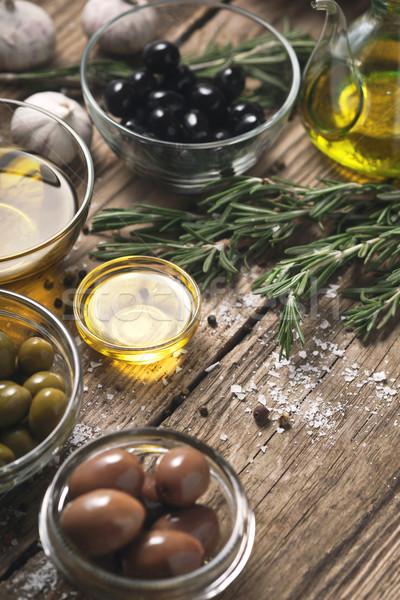 Oliven unterschiedlich Würze Holztisch Glas grünen Stock foto © Karpenkovdenis