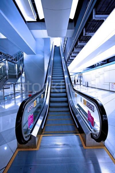 Bewegende roltrap metro station business stad Stockfoto © kawing921