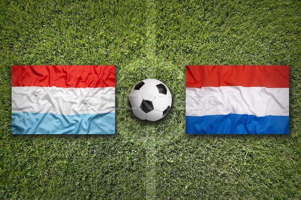Luxemburgo vs Holanda bandeiras campo de futebol verde Foto stock © kb-photodesign