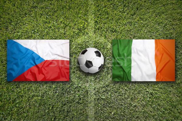 Çek Cumhuriyeti vs İrlanda bayraklar futbol sahası yeşil Stok fotoğraf © kb-photodesign