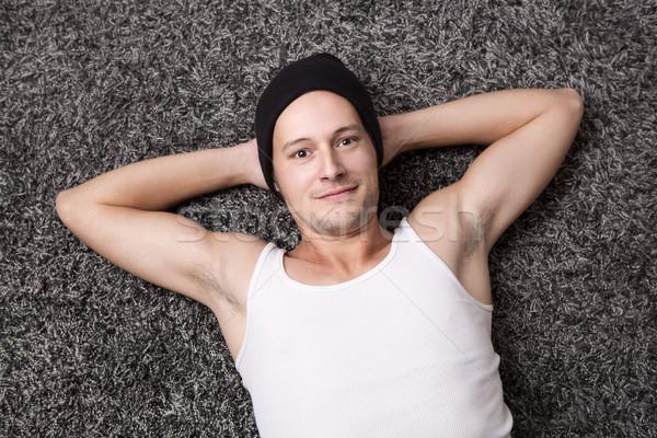 çekici adam beyaz gömlek gülümsüyor kamera Stok fotoğraf © kb-photodesign