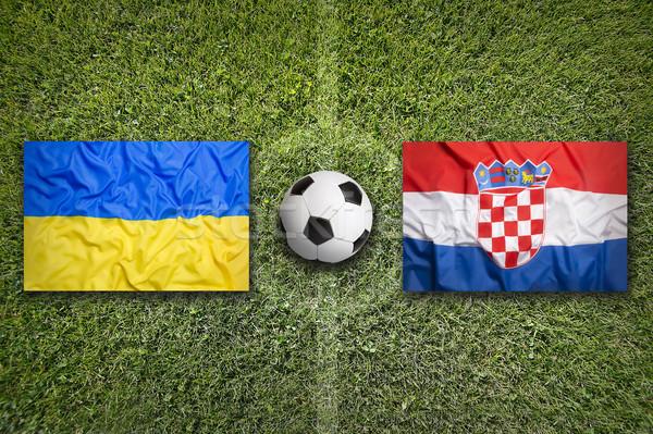 Ucrânia vs Croácia bandeiras campo de futebol verde Foto stock © kb-photodesign
