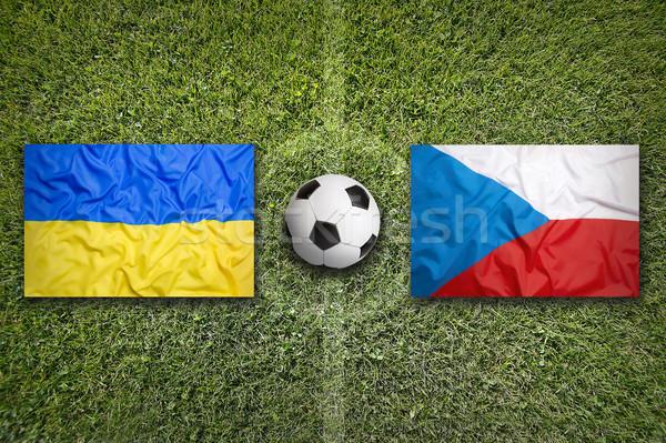 Ucrânia vs República Checa bandeiras campo de futebol verde Foto stock © kb-photodesign