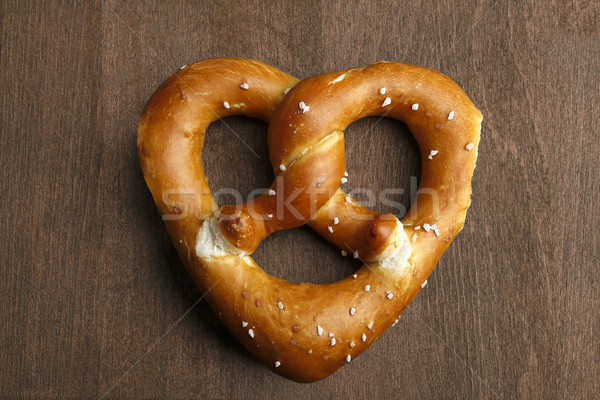 Traditionnel bretzel coeur brun amour fond Photo stock © kb-photodesign