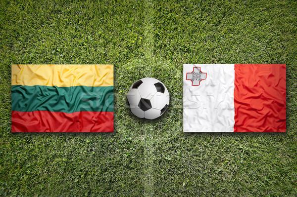 Vs bandiere campo di calcio verde squadra palla Foto d'archivio © kb-photodesign