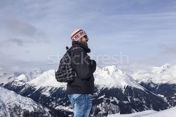 Fiatalember kilátás hegyek boldog tájkép utazás Stock fotó © kb-photodesign