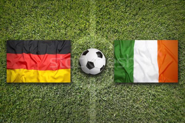 Alemania vs Irlanda banderas campo de fútbol verde Foto stock © kb-photodesign