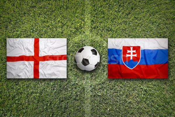 İngiltere vs Slovakya bayraklar futbol sahası yeşil Stok fotoğraf © kb-photodesign