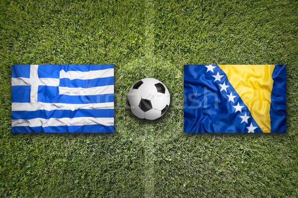 Vs banderas campo de fútbol verde equipo pelota Foto stock © kb-photodesign
