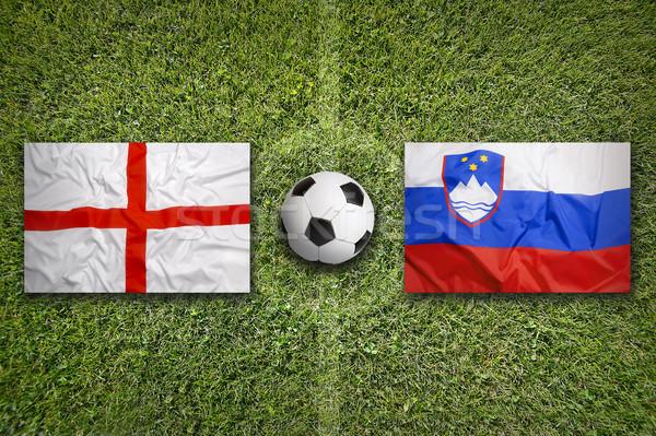 Inghilterra vs bandiere campo di calcio verde squadra Foto d'archivio © kb-photodesign