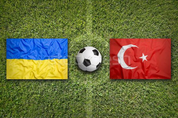 Ukrayna vs Türkiye bayraklar futbol sahası yeşil Stok fotoğraf © kb-photodesign