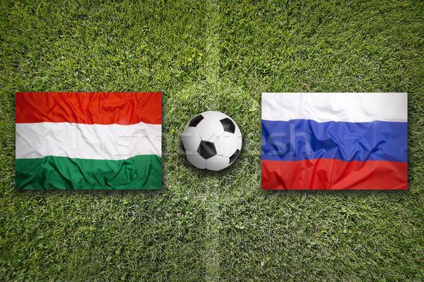 Ungheria vs Russia bandiere campo di calcio verde Foto d'archivio © kb-photodesign
