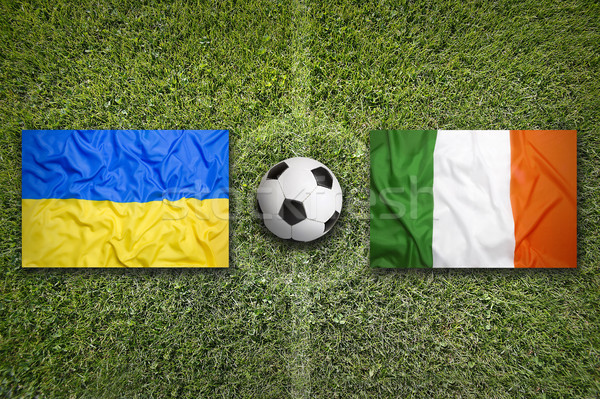 Ucrania vs Irlanda banderas campo de fútbol verde Foto stock © kb-photodesign