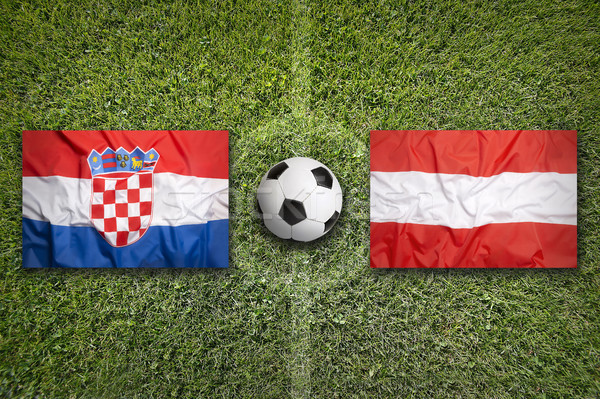 Vs drapeaux terrain de football vert équipe balle Photo stock © kb-photodesign
