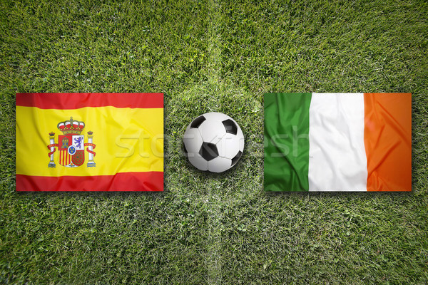 Espagne vs Irlande drapeaux terrain de football vert Photo stock © kb-photodesign