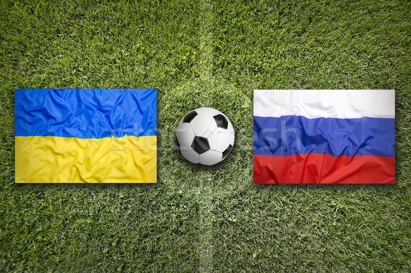Ukrayna vs Rusya bayraklar futbol sahası yeşil Stok fotoğraf © kb-photodesign
