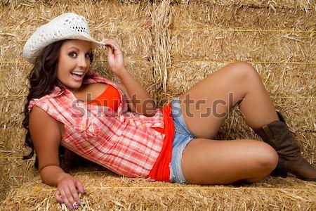 Bastante chica de campo heno nina moda piernas Foto stock © keeweeboy