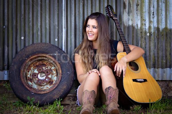 Hermosa niña guitarra hermosa chica de campo mujer sonrisa Foto stock © keeweeboy
