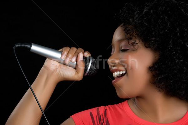 Microfoon zanger mooie zwarte vrouw rock Stockfoto © keeweeboy