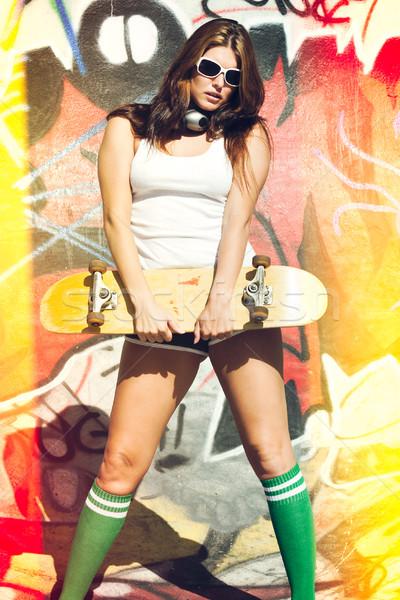 Patenci kız kaykay güzel kadın Stok fotoğraf © keeweeboy