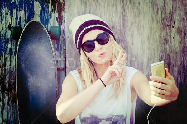 Skater ragazza bella donna musica Foto d'archivio © keeweeboy