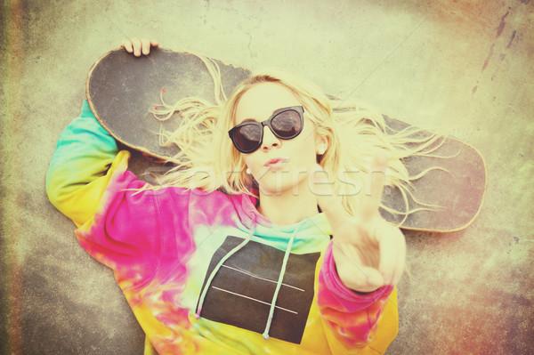 Görkorcsolyázó lány csinos szőke béke felirat Stock fotó © keeweeboy