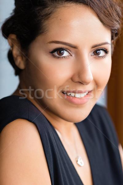 Piękna arabia arabski kobieta młodych uśmiechnięta kobieta Zdjęcia stock © keeweeboy