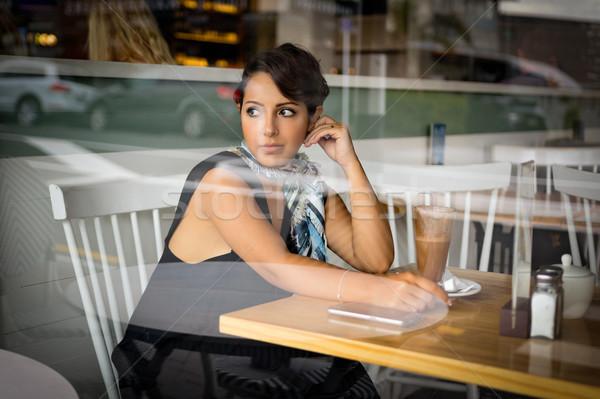 コーヒーショップ 女性 美しい 中東 少女 電話 ストックフォト © keeweeboy