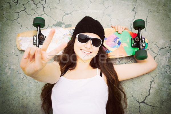 Pace segno skater ragazza gesto donna Foto d'archivio © keeweeboy