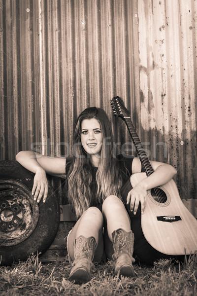 Chica de campo guitarra hermosa sonriendo mujer sonrisa Foto stock © keeweeboy