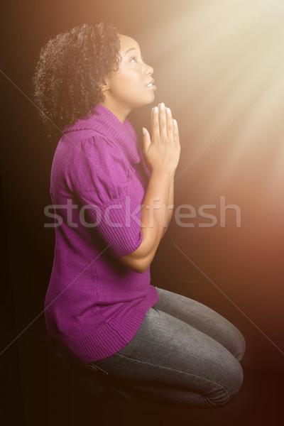 Mujer rezando mujer negro manos mujeres luz Foto stock © keeweeboy