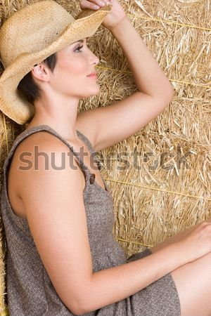 Chica de campo bastante heno nina piernas jóvenes Foto stock © keeweeboy