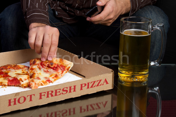 Pizza homme manger bière fromages dîner Photo stock © keeweeboy