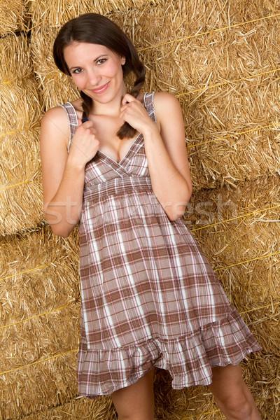 Chica de campo hermosa sonriendo bastante nina piernas Foto stock © keeweeboy