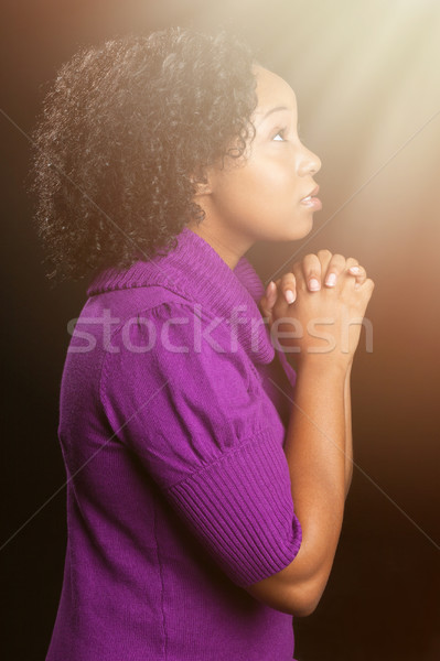 Gyönyörű afroamerikai nő imádkozik izolált kezek Stock fotó © keeweeboy