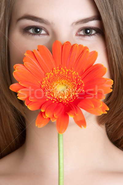 Virág nő gyönyörű nő arc narancs százszorszép Stock fotó © keeweeboy