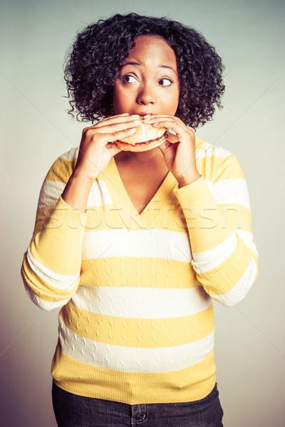 Siyah kadın yeme hamburger gıda kadın eller Stok fotoğraf © keeweeboy