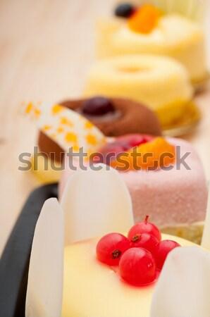 Friss ribiszke bogyós gyümölcs torta krém sütemény Stock fotó © keko64