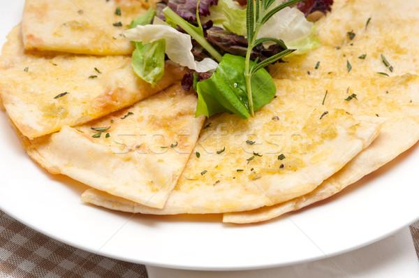 Sarımsak pide ekmek pizza salata üst Stok fotoğraf © keko64