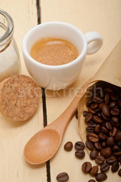 Café expreso granos de café papel cono cuerno de la abundancia blanco Foto stock © keko64